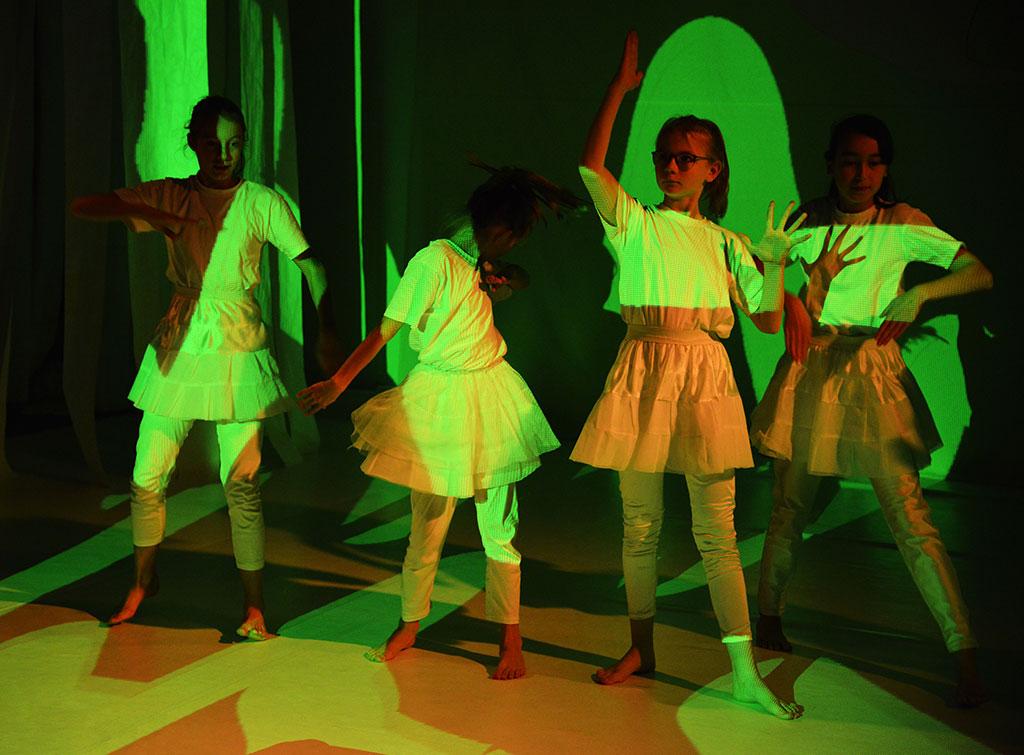 Lichtspektakel: Präsentation Projektionslabor & Formgestalter Eckig Rund Organisch
